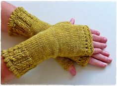 Ravelry: Mar'mitaines pattern by Wali Wali Crochet Mittens, Crochet Baby, Knit Crochet, Ravelry, Fingerless Gloves Knitted, Knitted Hats, Crochet Flower Patterns, Knitting Patterns, Wrist Warmers