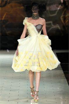 Sfilata Alexander McQueen Paris - Collezioni Primavera Estate 2013 - Vogue