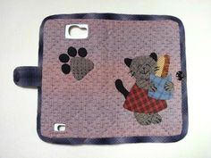 How to make tutorial mobile phone bag case purse fabric sewing quilting patchwork applique. Cell Phone Hacks, Free Cell Phone, Cell Phone Wallet, Diy Phone Case, Fabric Basket Tutorial, Patchwork Tutorial, Make Tutorial, Wallet Tutorial, Diy Keychain Wallet
