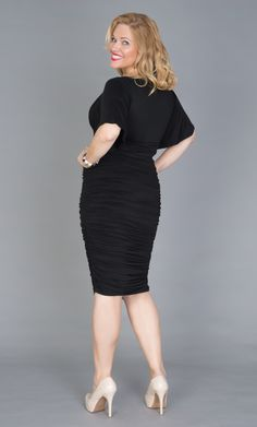 Real Curve Cutie Jacquie sure knows how to make an exit. Here she is in the Plus Size Rumor Ruched Dress by Kiyonna. Plus Size Beauty, Ruched Dress, Real Women, Flutter Sleeve, Gorgeous Women, Spring Summer Fashion, Plus Size Outfits, Plus Size Fashion, Beautiful Dresses
