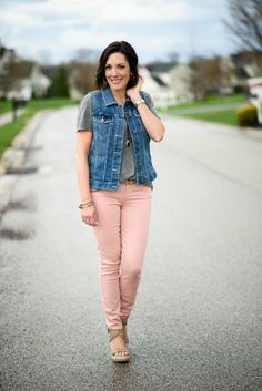 How To Style Pink Jeans: pink jeans, grey tee, denim vest, and wedge sandals