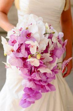 bouquet de mariée en cascade entièrement d'orchidées blanches et roses