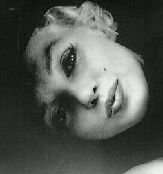 Photo Milton Greene, 1954.