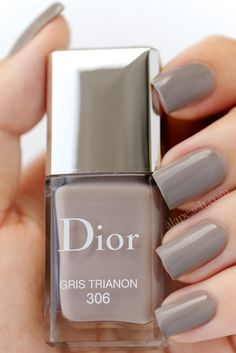 The Prettiest Holiday Gifts for Beauty Lovers Dior Nail Polish, Dior Nails, Love Nails, Pretty Nails, Manicure At Home, Shellac Nails, Cool Nail Art, Swatch, Beauty Nails