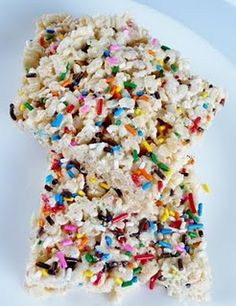 Cake Batter Rice Krispies Treat..Perfect for the twinks to take to school for their birthday. No cupcake mess!