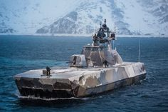 Norwegian Skjold-class corvette covered in ice Battle Boats, Naval History, Cool Boats, Navy Military, Military Weapons, Navy Ships, Military Equipment, Aircraft Carrier, Royal Navy