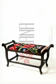 Furniture with Romanian traditional models upholstery Sora, Interior Design Living Room, Home Office, Upholstery, Sweet Home, New Homes, Rustic, Traditional, House