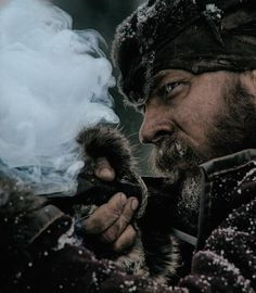 New trailer and images for Alejandro Gonzalez Iñárritu's THE REVENANT starring Leonardo DiCaprio, Tom Hardy, Domnhall Gleeson and Will Poulter. The Revenant, Zombies, Vampires, Westerns, King Tom, Thing 1, Oscar Winners, Mountain Man, Renaissance