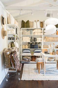 Boutique Interior, Garage Boutique, Beach Boutique, Boutique Decor, Boutique Homes, Boutique Store Displays, Online Boutique Stores, Gift Shop Interiors, Store Interiors