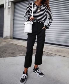 stripes and sneakers # Casual Outfits oficina 2018 Mode Outfits, Fall Outfits, Casual Outfits, Fashion Outfits, Black Trousers Outfit Casual, Vans Fashion, Stripes Fashion, Black Girl Fashion, Look Fashion