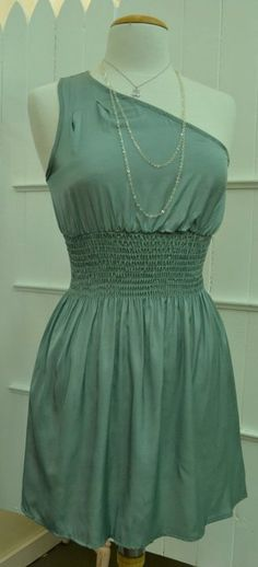 if this has pockets, it would be the perfect dress to wear down at bradford beach!