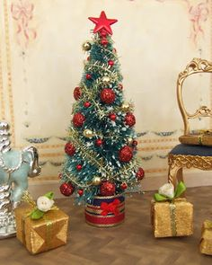 how to sparkly ornaments and decorations for a miniature christmas tree