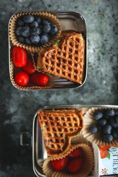 GROV BRØDVAFFEL | med salami, blomkål, ost og persillefyll