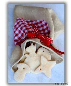 Elfteiliges Set zum Selbstgestalten von individuellem Weihnachtsschmuck. Es handelt sich um 8 verschiedene Salzteigfiguren (Mond, Eichhörnchen, Ste...