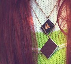 Un colgante original con mini libro.... ideal para jovencitas...