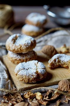 BISCOTTI MORBIDI ALLE NOCI Volete preparare dei dolcetti fantastici in velocità e con pochi ingredienti? I Biscotti Morbidi alle Noci fanno proprio al caso