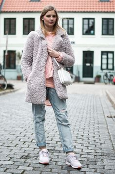 Cozy lilac violet coat: Lala Berlin sweater pink coral, dress, michael kors bag bedford trio bag, minkpink boyfriend jeans, adidas flux lilac violet, sporty cozy winter outfit - Hamburg, Streetstyle, Outfit, Blogger