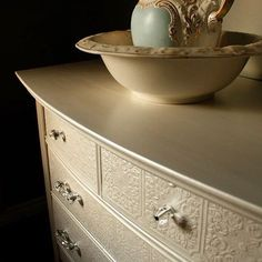 Wow. Wow. WOW! Always so humbled by the sheer talent of our FAT Paint retailers. A simple application of wallpaper transformed this dresser into a stunning statement piece. Erin from Simply Rewritten in Cornwall, Ontario, first applied the wallpaper then several coats of Chalk White. She finished it off using a combination of General Finishes Pearl Effects in Champagne and our CLEAR Top Coat.
