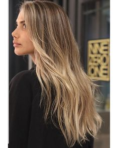 Foil Placement is key for a seamless grow out. Blonde Hair Looks, Brown Blonde Hair, Grown Out Blonde Hair, Growing Out Highlights, Hair Highlights, Honey Brown Hair, Fresh Hair, Hair Day, Balayage Hair