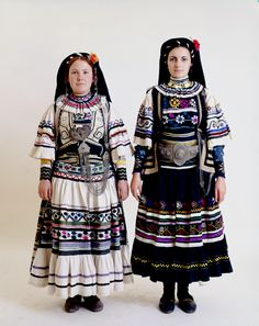Two women's Sarakatsans nomad costume, Thrace. Greek Traditional Dress, Traditional Outfits, Gypsy Costume, Folk Costume, Culture Clothing, Costumes Around The World, International Clothing, Greek Clothing, Ottoman
