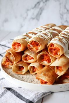 Sprøde Pizza Taquitos – One Kitchen – A Thousand Ideas Good Food, Yummy Food, First Kitchen, Tapas, Cooking Tips, Buffet, Dinner Recipes, Food And Drink, Olie