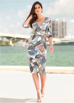 O rochie deosebită cu croi lejer şi pietricele decorative interesante. Model lavabil cu o lungime de la cca. 104 cm (măr.36) până la cca. 112 cm (măr.54) Off White, Wrap Dress, Cold Shoulder Dress, Shirt Dress, Casual, Model, Blue, Shirts, Image