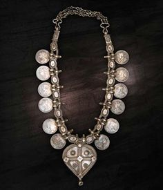 India | Vintage Gujarti Kanthilo Necklace.  Silver, exact content unknown.