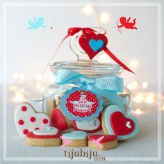 Küçük Kavanozda Kalp Kurabiyeler. Sevgililer günü. Valentines day cookies in small jar by Tijubiju.com