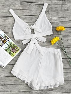 ¡Cómpralo ya!. Split Knot Front Bow Tie Backless Pleat Crop Top With Shorts. Shorts White Polyester Plain Strap Sleeveless Bow Cute Sexy Vacation NO Fabric has no stretch Summer Two-piece Outfits. , topcorto, croptops, croptop, croptops, croptop, topcrop, topscrops, cropped, topbailarina, corto, camisolacorta, crop, croppedt-shirt, kurzestop, topcorto, topcourt, topcorto, cortos. Top corto de mujer de SheIn.
