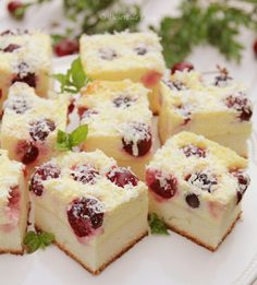 prajitura cu branza dulce si cirese reteta No Cook Desserts, Sweets Recipes, Baking Recipes, Cookie Recipes, Romanian Desserts, Romanian Food, Homemade Sweets, Sweet Pastries, Dessert Drinks