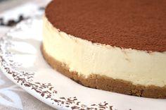 La cheesecake tiramisu Bimby è una cheesecake fredda che si prepara con panna, mascarpone e una base di savoiardi e caffè. Un dessert raffinato e cremoso