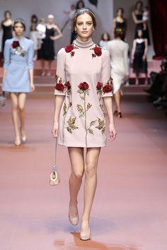 Dolce & Gabbana Women Fall Winter 2015 2016 Fashion Show Haute Couture Style, Couture Mode, Couture Fashion, Runway Fashion, High Fashion, Winter Fashion, Fashion Show, Fashion Outfits, Womens Fashion