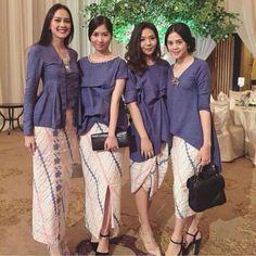More often than not, bridesmaides inspirations captivate the eyes. Kebaya Lace, Kebaya Dress, Batik Kebaya, Batik Dress, Kimono, Blouse Batik, Kebaya Muslim, Kebaya Hijab, Kebaya Brokat