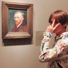 Taehyung wirh his favorite artist Vincent Van Gogh at The Art Institute of Chicago