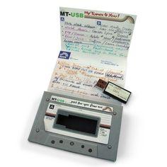 Fast wie früher! Schenke deinen Liebsten ein persönliches Mixtape im Digitalformat – auf diesem stylischen Kassetten USB Stick. via www.monsterzeug.de