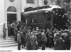 The wagon was pulled through a hole in the wall of the Museum. Following the signing, It was transferred to Berlin where it was exposed as a symbol of the German economy. In 1945, with the advance of Allied troops it was sent to the town of Ohrdruf where the SS decided to burn it before it fell into the hands of the enemy.
