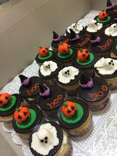 Simple & cute Halloween cupcakes