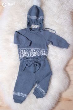 Deilig Traktor-strikkesett i Pure Eco Baby Wool! Bluums egne strikkedesign får du kun i garnpakker med oppskrift på Bluum.no Baby Barn, Eco Baby, Kids And Parenting, Baby Knitting, Kids Outfits, Onesies, Pure Products, Wool, Clothes