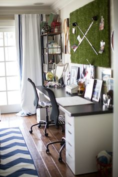 Boy's Desk - love the golf green and clubs wall art/bulletin board! #bigboyroom