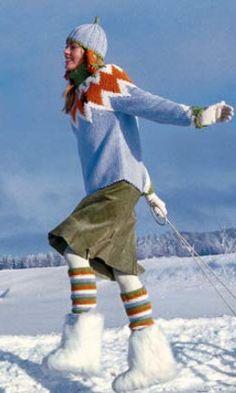 Gratisanleitung Rundpassenpulli mit Mütze und Beinstulpen. Das perfekte Strick-Outfit - mit Pullover, Mütze und Beinstulpen für eine sonnige Schlittenfahrt.
