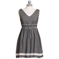 love the waist detail -- simple way to make a dress more interesting.