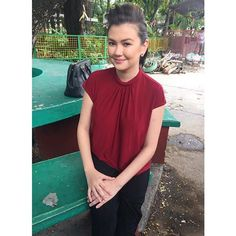 Angelica Panganiban is all business in a Details rolled neck a-line top as she waits behind the scenes of the Ang Probinsyano set. Styled by Mervin Lazaro. Roll Neck, Separates, Workwear, Behind The Scenes, Celebrity Style, Ootd, T Shirts For Women, Celebrities, Business