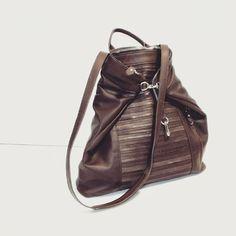 Non è solo uno zaino, non è solo una borsa, non è solo da uomo o da donna, non è solo estiva o invernale, adatta in città o in vacanza ma.....ce l'abbiamo SOLO NOI!!! #bag #backpack #handbag #smartfashion #fashion #luxury #leatherbag #leather #shopping #artigianato #madeinitaly #madeinitaly🇮🇹 #fattoamano #handmade #мешок #сделановиталии
