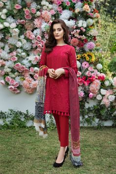Elegant Scarlet 3 piece unstitched pret dress by Imrozia Premium spring collection 2018 - Pakistani dresses Simple Pakistani Dresses, Pakistani Fashion Casual, Pakistani Dress Design, Pakistani Outfits, Simple Dresses, Indian Outfits, Casual Dresses, Pakistani Bridal, Kurti Designs Pakistani