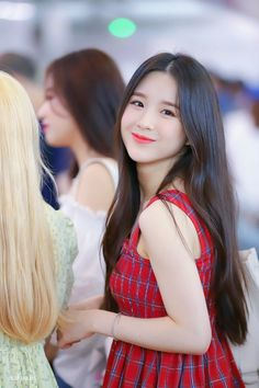 Photo album containing 16 pictures of HeeJin South Korean Girls, Korean Girl Groups, Fandom, Olivia Hye, K Idol, Social Platform, Kpop Girls, Amazing Women, Cute Girls