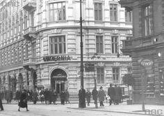 """Cukiernia """"Rzymska i """"Krakowska"""" przy Marszałkowskiej. fot., źr. Narodowe Archiwum Cyfrowe."""