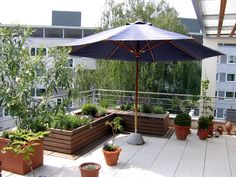 hochbeet mit sitzauflage - nutzbar als möbelstück, als pflanzfläche und dient zur raumbildung auf der großzügigen dachterrasse
