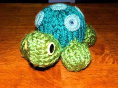 Turtle and Ladybug Pattern Items: Flower Loom 24 peg circular loom 3 colors of yarn Polyfil 2 Eyes Looming Hook Crafters Ne. Round Loom Knitting, Spool Knitting, Loom Knitting Projects, Loom Knitting Patterns, Finger Knitting, Yarn Projects, Double Knitting, Crochet Projects, Crochet Patterns