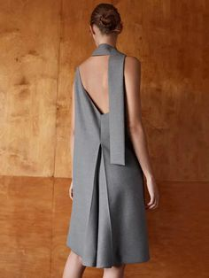 COS has created a Bauhaus fashion collection commemorating the movement and its affiliated artists and architects. Skirt Images, Dress Images, Capes For Women, Blazers For Women, Cos Dresses, Roll Neck Top, Bauhaus Design, Hussein Chalayan, Lookbook