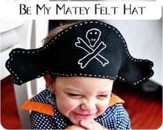 Piratenhoed maken voor de kids (Link zoeken via simplesimonandco -> Felt Pirate Hat)